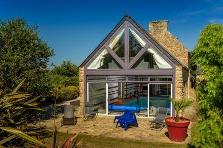 Villa avec piscine int rieure en bretagne location for Location bretagne piscine