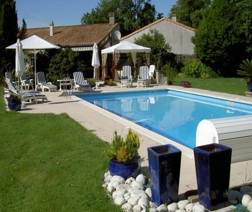 Gite de charme avec piscine chauff e pres de la for Camping pres de la rochelle avec piscine