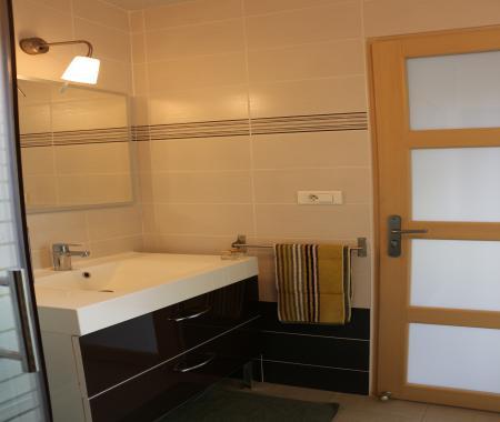 appartement de particuliers backspin. Black Bedroom Furniture Sets. Home Design Ideas