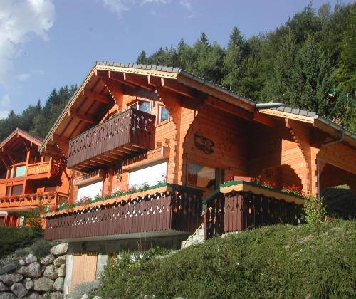 Location chalet de montagne avec vue panoramique thones for Chalet a la montagne avec piscine
