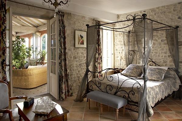 Ch teau roumani res chambres d 39 h tes producteur devins garrigues - Faire des chambres d hotes ...
