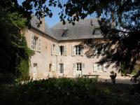 """Location gîte, chambres d'hotes Chambresd'hôtes de charme à Cluny """"la Maison des Gardes"""" dans le département Saône et Loire 71"""