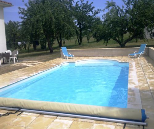 Location De Maison De Vacances Avec Piscine  Tombeboeuf