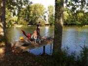 Location gîte, chambres d'hotes mobile home peche 40m² bord d'étang 8pers, pêche à la carpe de jour comme de nuit dans le département Loiret 45