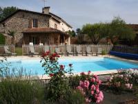 Location gîte, chambres d'hotes Domaine de la Rebière Trois Gîtes de 2 à 24 personnes dans le département Dordogne 24