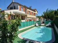 Location gîte, chambres d'hotes Gîtes à Lézan, Gard avec piscine, aux portes d'Anduze dans le département Gard 30