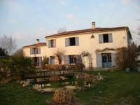 Location gîte, chambres d'hotes Chambre d hotes royan demeure charentaise en pleine campagne dans le département Charente maritime 17
