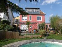 Location gîte, chambres d'hotes Gite de ville Nantes jardin piscine, location vacances dans le département Loire Atlantique 44