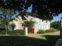 Location gîte, chambres d'hotes Location gîte rural dans un hameau à 10 km de la ville de Melle dans le département Deux Sèvres 79