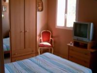 Location gîte, chambres d'hotes Dans maison avec piscine,30mn de la mer dans le département Var 83