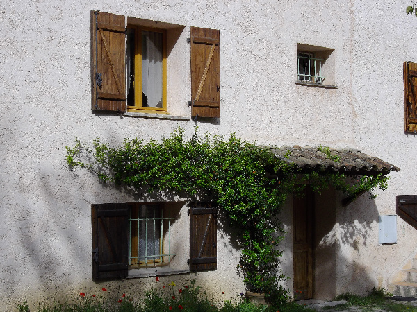 Appartement au 2eme etage d 39 une maison auribeau sur for 2eme hypotheque sur maison