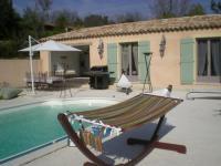 Location gîte, chambres d'hotes Chambres d'hôtes face à la piscine dans le département Var 83