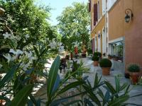 Location gîte, chambres d'hotes DOMAINE SAINT DOMINIQUE en plein cœur d'un domaine viticole de Seillons Source d'Argens dans le département Var 83