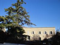 Location gîte, chambres d'hotes Maison d'Hotes Le Cedre, surplombent les collines et les vignes dans le département Gard 30