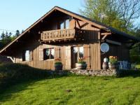 Location gîte, chambres d'hotes Chalet tout bois à 1 100 m d'altitude dans le département Doubs 25