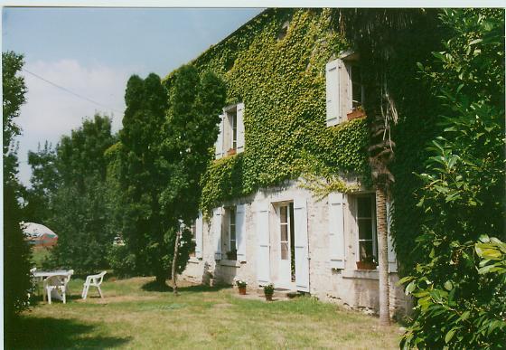 La vall e chambres d 39 h tes xanton chassenon pr s for Location garage fontenay le comte