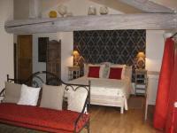 Chambre en suite Familiale avec Piscine entre..... à MONTFAUCON