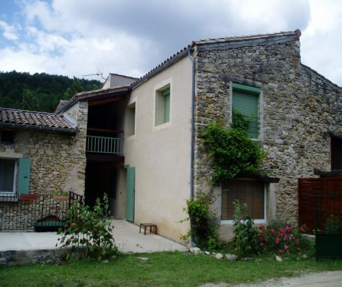 Petite maison en pierre avec vue sur la campagne dieulefit - Petite maison de campagne ...