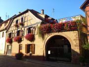 Location gîte, chambres d'hotes Gîte de charme 8/10 personnes, au coeur du vignoble alsacien! dans le département Haut Rhin 68