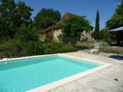 Location gîte, chambres d'hotes Maison de campagne en pierre, jardin et piscine proche de la Dordogne dans le département Lot 46