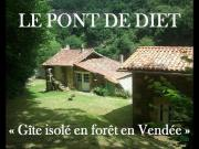 Location gîte, chambres d'hotes Gîte de pêche ou de randonée isolé en forêt et au bord de l'eau - Vendée dans le département Vendée 85