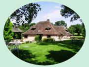 Location gîte, chambres d'hotes Chambres d'hôtes avec son étang poissonneux et sa piscine privée dans le département Yonne 89