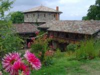 Location gîte, chambres d'hotes Les roulottes et les folies de la serve dans le département Rhône 69