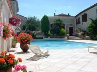 Location gîte, chambres d'hotes La Fontaine des Arts Chambres d'Hôtes avec Piscine dans le département Charente 16