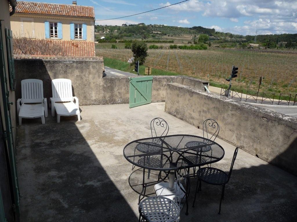 gite du palis avec vue sur le vignoble des c tes vaison la romaine. Black Bedroom Furniture Sets. Home Design Ideas