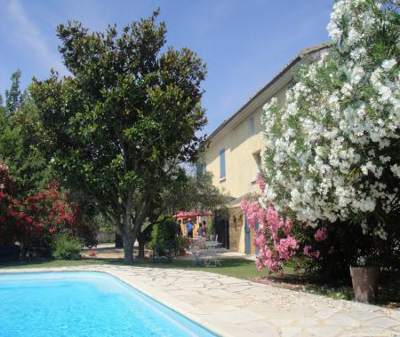 Mas de la grave piscine proche Avignon, Grand..... à Althen des paluds
