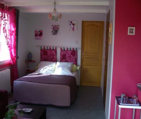 chambre ind pendante avec cuisine chez cognac. Black Bedroom Furniture Sets. Home Design Ideas