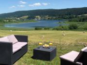 Location gîte, chambres d'hotes Gîte vue dégagée sur lac et nature  dans le département Jura 39