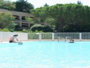 Location gîte, chambres d'hotes Cannes:T2 decharme,jardin privatif, piscine, garage privatif, copro arborée, calme  dans le département Alpes maritimes 6