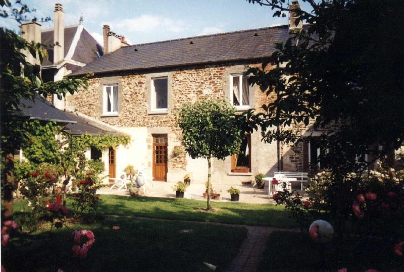Aux Tourelles sur la route du Mont Saint Michel - Chambres d hotes à  Couptrain, Pays de la Loire, Mayenne dd58e595da75