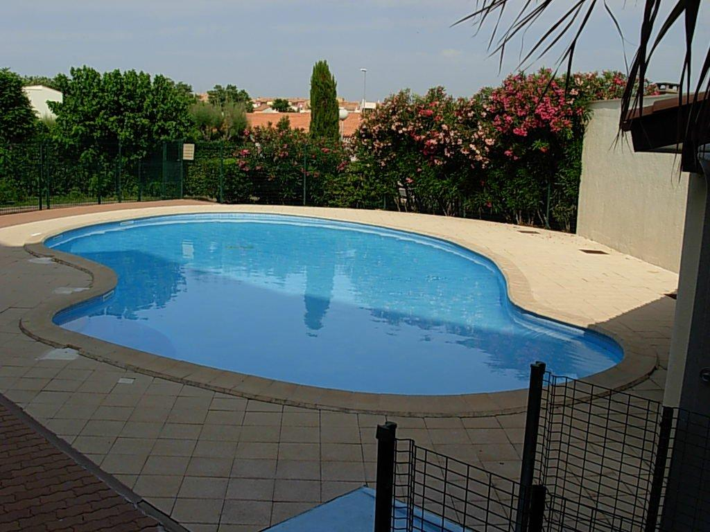 Loue t2 piscine parking au cap d 39 agde r sidence port st for Piscine cap d agde