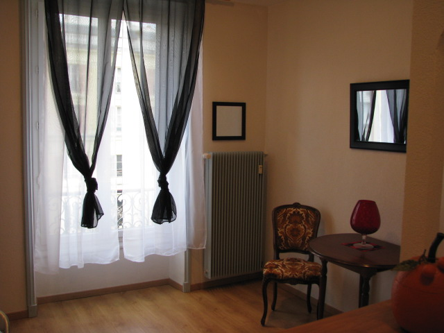 vichy le carlton f1 bis face au parc vichy. Black Bedroom Furniture Sets. Home Design Ideas