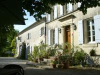 Location gîte, chambres d'hotes Les Chambres des Bujours - Chambres d'hôtes à proximité de Saintes dans le département Charente maritime 17