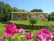Location gîte, chambres d'hotes Mas en pierre 6pers avec piscine à Gordes, Luberon en Provence dans le département Vaucluse 84