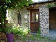 Location gîte, chambres d'hotes Le Mesnil Mauve - Petit gite atypique au coeur de la Suisse Normande-Calvados dans le département Calvados 14