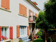 """Location gîte, chambres d'hotes Chambres et table d'hôte """"La Maison des Chats"""" sur la route des vacances dans le département Cantal 15"""