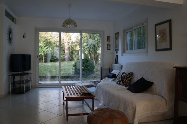 appatement rdc d 39 une maison cures thermales ou dax. Black Bedroom Furniture Sets. Home Design Ideas