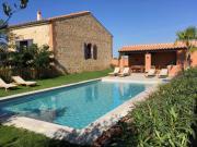 Location gîte, chambres d'hotes Ancien Mas rénové piscine et jardin dans le département Pyrénées Orientales 66