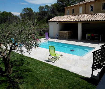 Uzes villa moderne avec piscine uzes for Accessoire piscine uzes