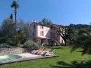 Location gîte, chambres d'hotes Chambres d'hôtes de charme climatisées avec piscine dans le département Var 83