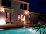 Location gîte, chambres d'hotes Mas de Caractère White 212 avec piscine chauffée en Provence dans le département Vaucluse 84
