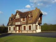 Location gîte, chambres d'hotes Grande maison normande, 10 min Cabours, Deauville dans le département Calvados 14