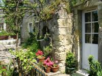 Location gîte, chambres d'hotes Gite troglodyte en Touraine 4 km de Tours dans le département Indre et Loire 37