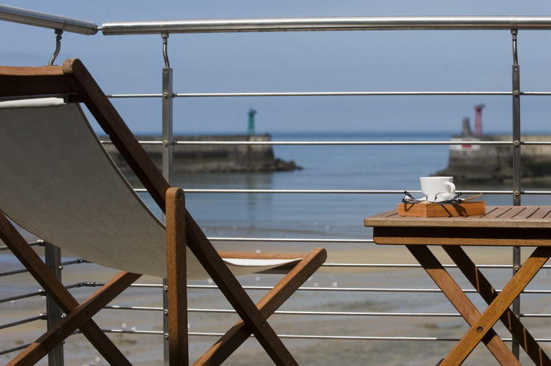 la maison sur le quai gite face mer charme port en bessin huppain. Black Bedroom Furniture Sets. Home Design Ideas